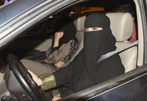 【サウジアラビア】24日女性の車の運転が解禁、600万人が免許申請の見込み 女性ら「とても興奮しています」