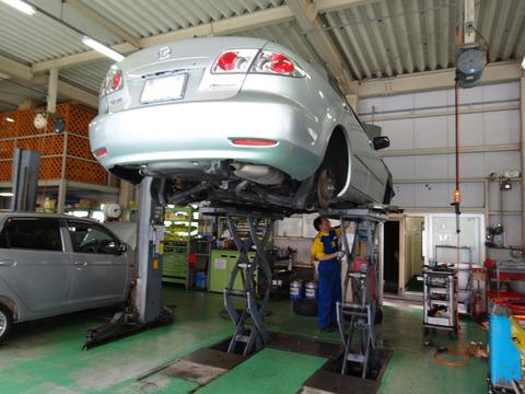 【人手不足】車の整備工場が消える?EV化にもついていけず