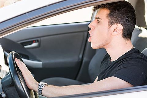 気を付けて! 車の運転が荒い男にありがちな4つのこと