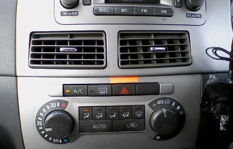 駐車場でPに入れてエンジンかけてクーラー入れるとバッテリー上がるってまじ?