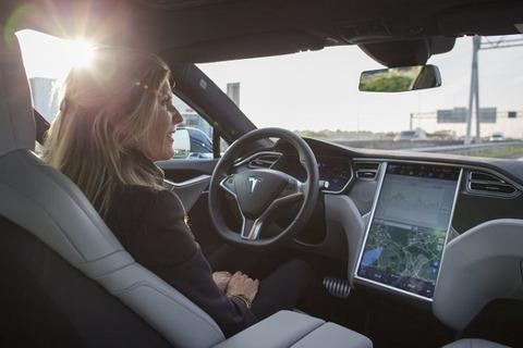 【自動車】テスラの自動運転システム「オートパイロット」、日本を除く世界各国で認可
