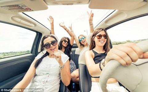 女の車の運転「そーこーをーどーけーーっ」