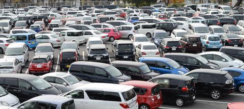 自動車会社に他社の車で行くとわざと駐車場の遠い所に止めさせられるってマジ?