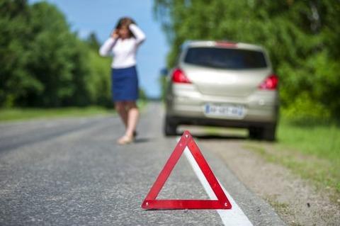 女ってなんで事故ったら警察や救急じゃなくて家や男に電話すんの? 桑名の死亡ひき逃げ女車カス。