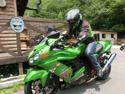きみどり色のバイク乗ってる奴wwwwww