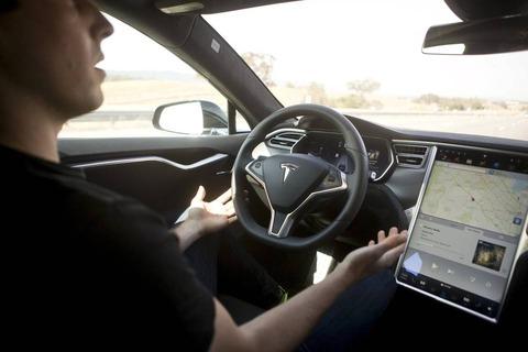 【クルマ】日本の公道で自動運転が実現 テスラがオートパイロットの提供を開始