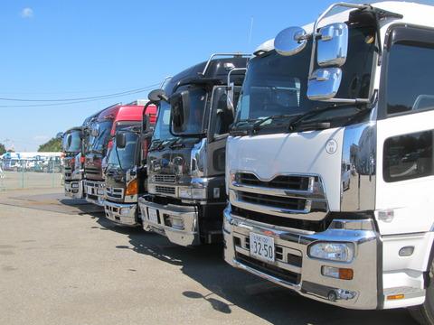 トラック業界 「大型運転免許持った方、トラック運転手になって!人が足りなさすぎて困ってるの!」