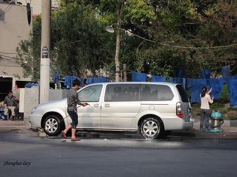 道路で洗車してる奴が居たから110番通報してやった!