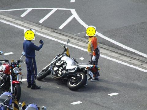 【訃報】ワイ、普通二輪卒検で転倒し無事死亡
