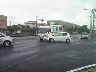 マンコさんの運転する車が救急車に激突搬送されていた男性死亡www
