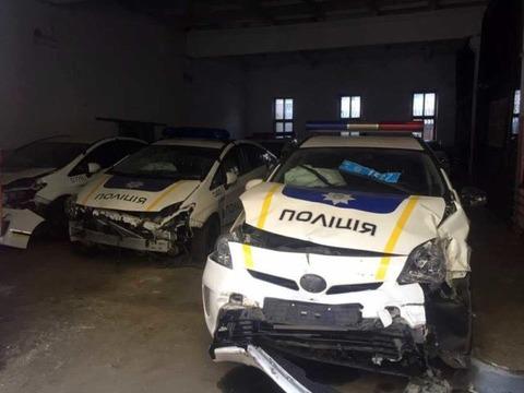 日本政府がウクライナ警察に寄贈したプリウス1500台がゴミすぎてお役御免に、2015年だけで200台以上が事故
