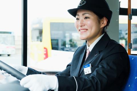 日本人「バスの運転士が仕事中に水飲んでる! 仕事をなんだと思ってるんだ!」