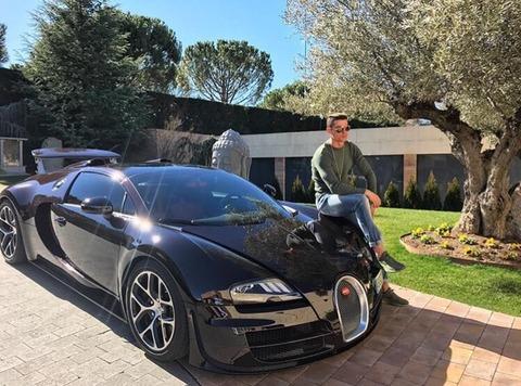【朗報】【画像あり】クリロナさん、新車を購入