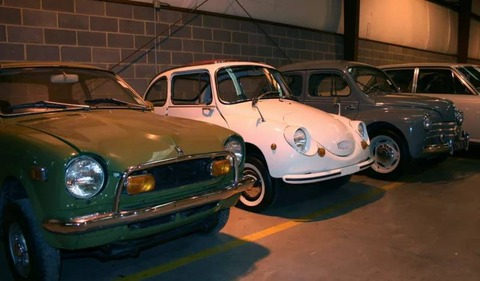 【車】(画像多数)アメリカ田舎町の日本のレアな旧車コレクターの倉庫がすごい 販売もしているとのこと