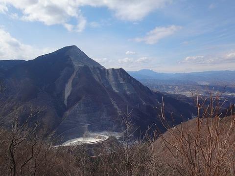 640px-焼山からの武甲山