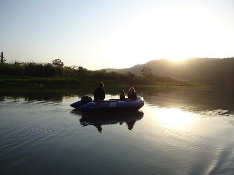 rubber-boat-170574_640