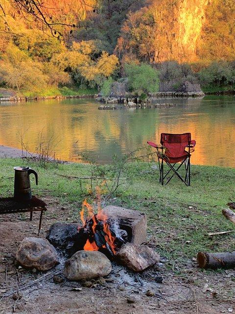 camping-5473343_640