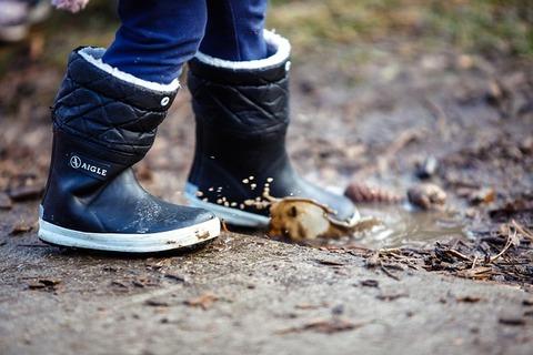 キャンプ好き ← 子供の頃に泥まみれで遊んだことない奴