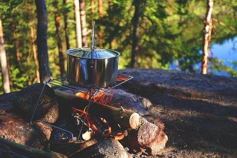 campfire-896196_640