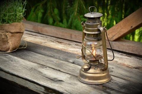 kerosene-lamp-1453994_640