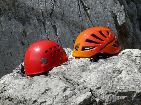 helmets-60080_640