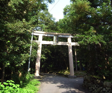 雄山神社・前立社檀1