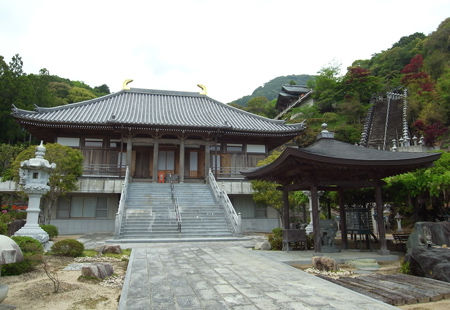 正観寺・本堂と天照殿
