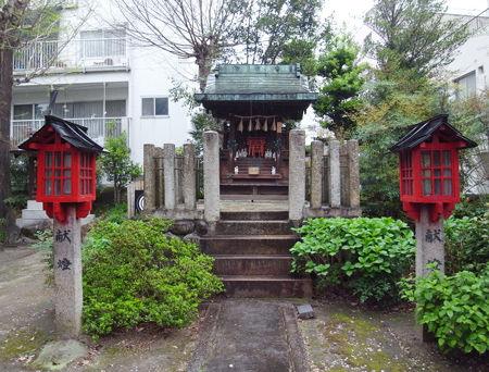 三輪神社・4月稲荷9