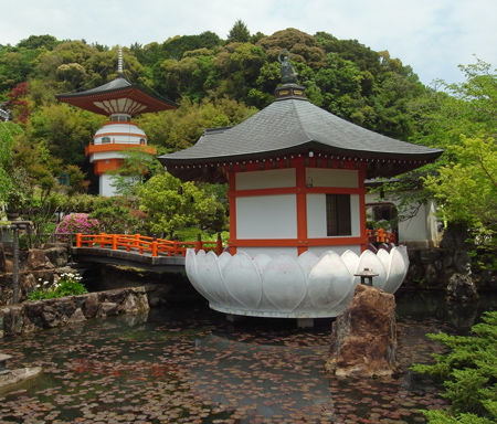 正観寺・空塔と水子塔