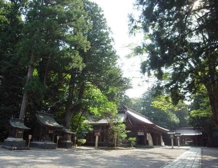 雄山神社・前立社檀9
