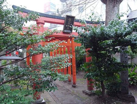 三輪神社・4月稲荷8