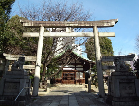 三輪神社・境内