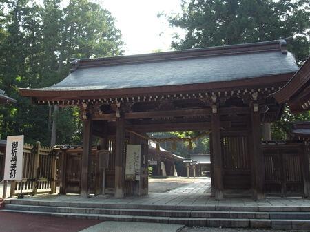 雄山神社・前立社檀7