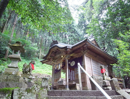 金持神社・社殿