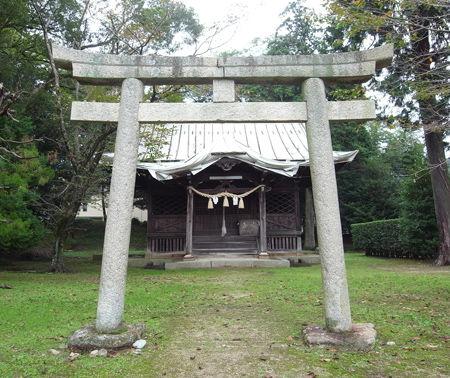 築山神社3