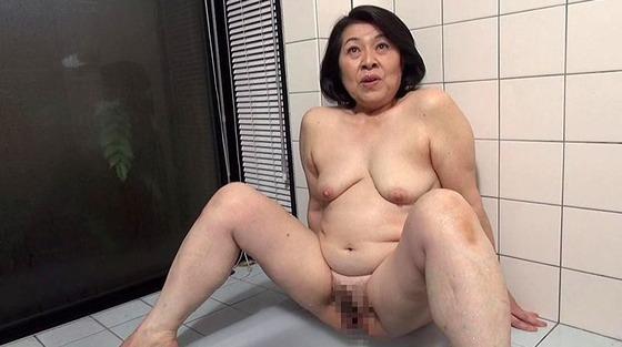 - 手コキ 【熟女】絶倫熟女の高速手コキフェラで口内発射