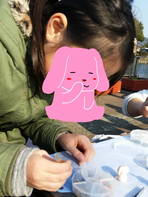 ウサギに挑戦 卓球少女