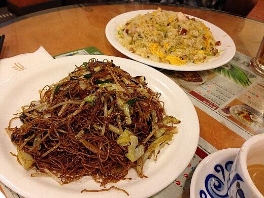 もちろん〆は野菜入り焼飯とXO醤で仕上げるしょうゆ味風の焼きそば。何度食べてもここの焼きそばは最高!香港に行った際にはぜひ!ですw