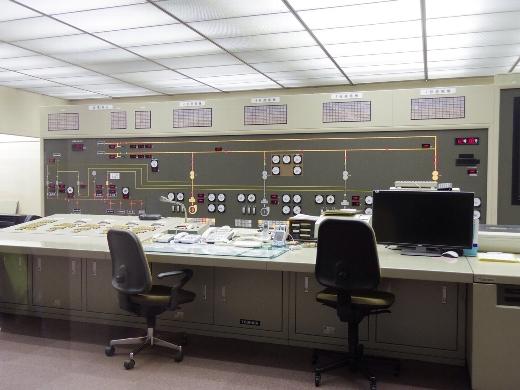 コントロール・ルームは無人です。今は富山の施設で遠隔操作になってるようです。