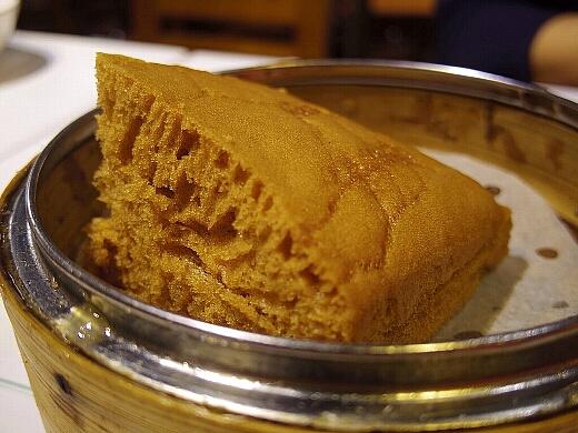 馬拉糕(マーラーカオ)もオーダー。卵と黒糖が効いた甘く優しい味わいが特徴的。マレーシアから伝わったんだそうな。