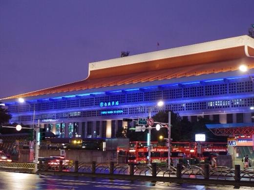 午前3時ごろに台北市内に到着。台北市内は台風の影響で生憎の雨。涼しくていいけどねw