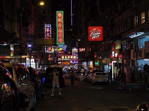 そして、九龍の街はネオン煌く眠らない街へw