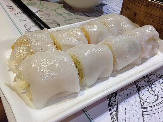 海老春巻の腸粉は大当たり!モチモチの腸粉の中にはサクサクの海老春巻きが!モチモチサクサクの食感は最高!