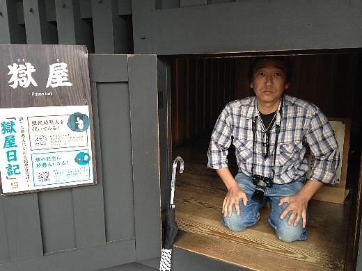 箱根仙石原の温泉で一泊し、翌日は箱根の関所跡に行ってみた。怪しかったのか投獄されました…_  ̄ ○