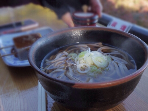十一丁目茶屋で温かい蕎麦を食べながら景色を堪能。ちょっと寒いけどテラス席はおすすめです。