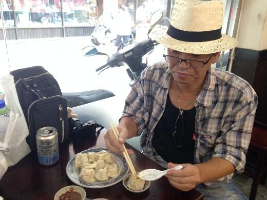 豪季水餃専売店(台北車站店)では水餃子と酸辣湯を堪能!餃子大好きなおいらとしてはココはガッツリと!ってことで、水餃子を35個もオーダー!どんどん運ばれてきますw
