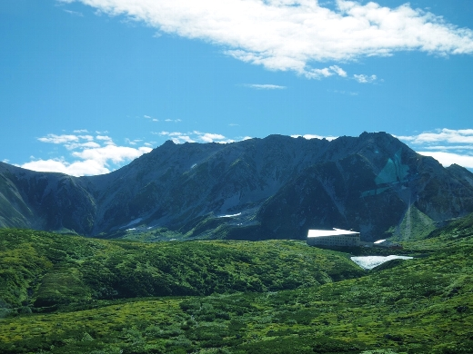 天気も良くて弥陀ヶ原では立山がハッキリと見えました!ここをトンネルで超えていくんだなぁ。すごいなぁ。