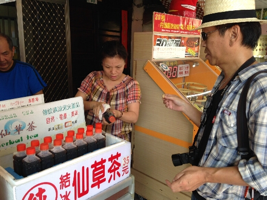 十分に来たら仙草茶を買うのが定番のようです。ほんとかどうか知らないけどw