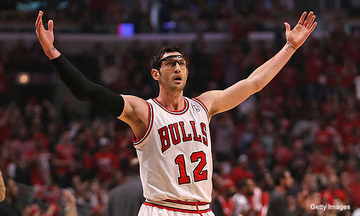 kirk-hinrich-arms-up