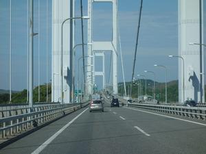 車窓からみた来島海峡大橋